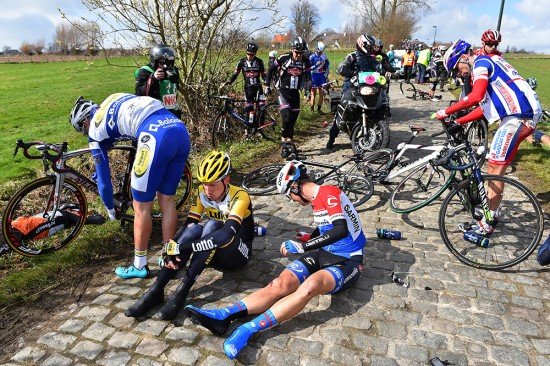 1-E3-Harelbeke-was-marred-by-a-lot-of-crashes.