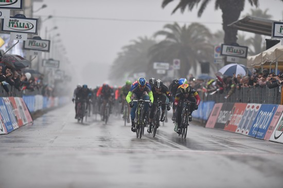 10-Coming-into-the-finish-MTN-Qhubeka-had-executed-a-solid-leadout-for-Gerald-Ciolek.