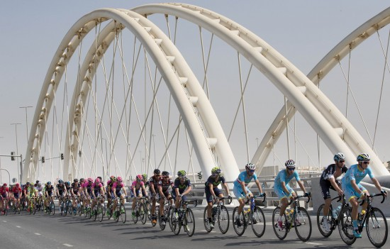 """The pack is on the way during """"the Capital Stage"""", the second stage of Abu Dhabi tour cycling race, over 129 km from Yas Marina Circuit to Yas Mall. Abu Dhabi, UAE, 9 October 2015. ANSA/CLAUDIO PERI"""