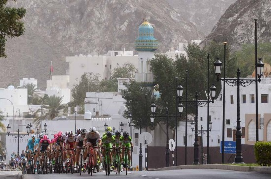 3-Racing-through-Muscat-on-stage-6.